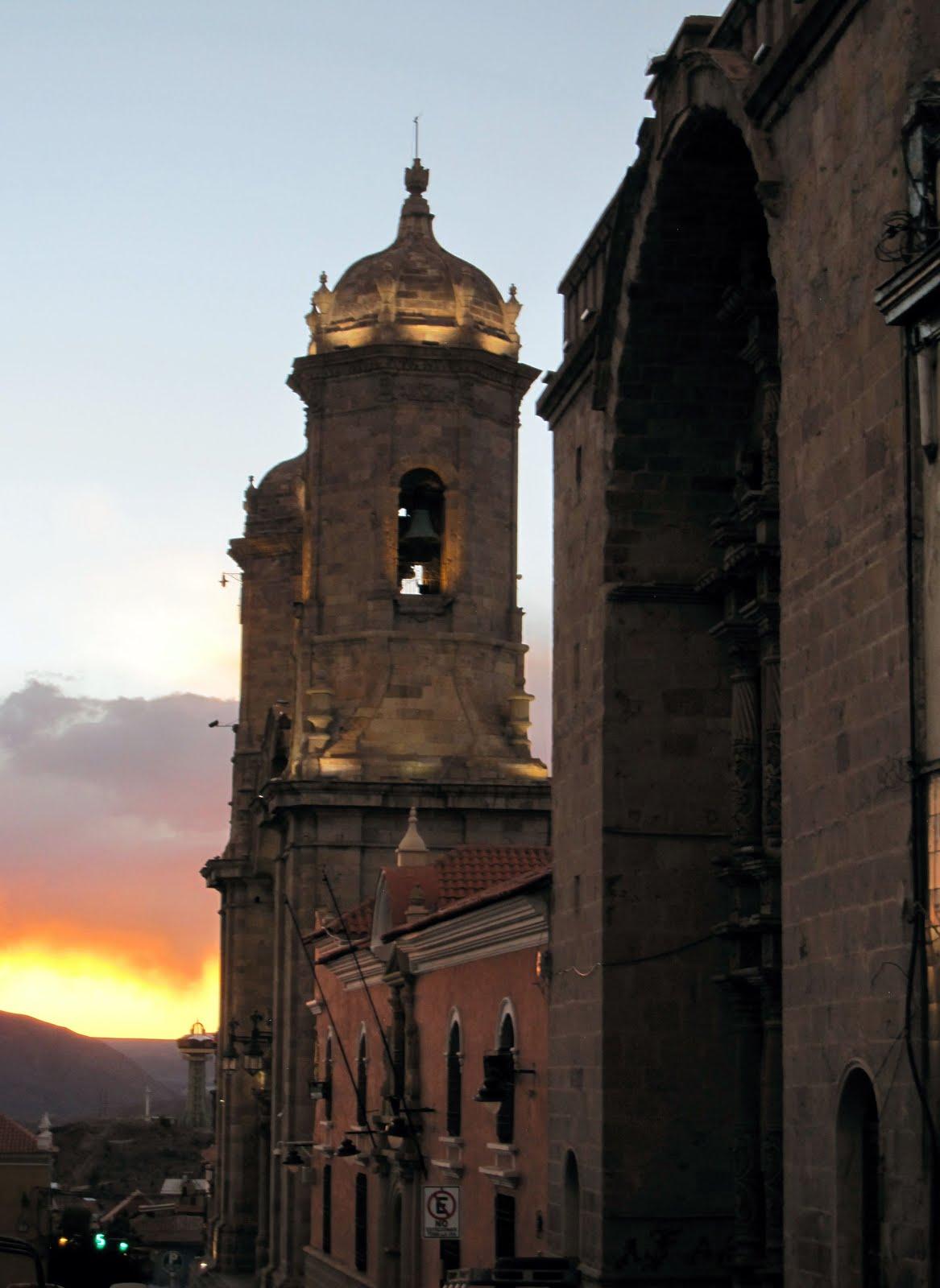 Plaza 6 Agosto- Teatro Omiste-Colegio Pichincha- Catedral- Restaurante Pari Orcko