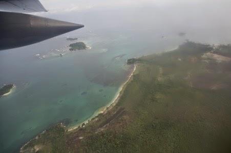 Gambar proses evakuasi korban pesawat airesia