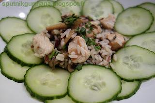 Рисовый салат с курицей и шампиньонами