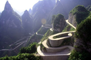 The Avenue Toward Heaven – China's Scariest Road