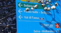 Sella Ronda oranžová, smerovacia tabuľa, oranžový okruh