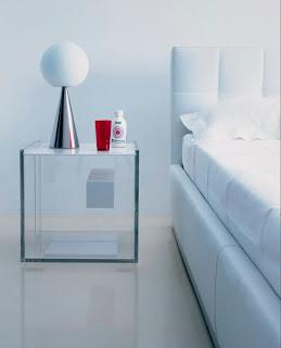 dormitorio con mesas de noche