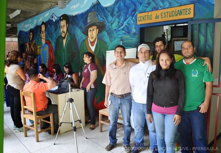 Operativo especial de cedulación realizaron estudiantes de la Fac. Ciencias Forestales y Ambientales. (Foto: Lánder Altuve)