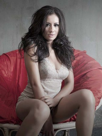 Shinta Bachir Sexy Hot Artis