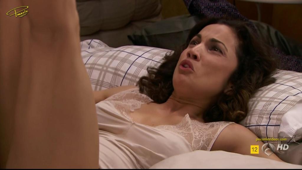 Toni Acosta En Bragas Con El Culo Al Aire