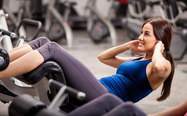 программа тренировок фитнес девушек в тренажерном спортзале