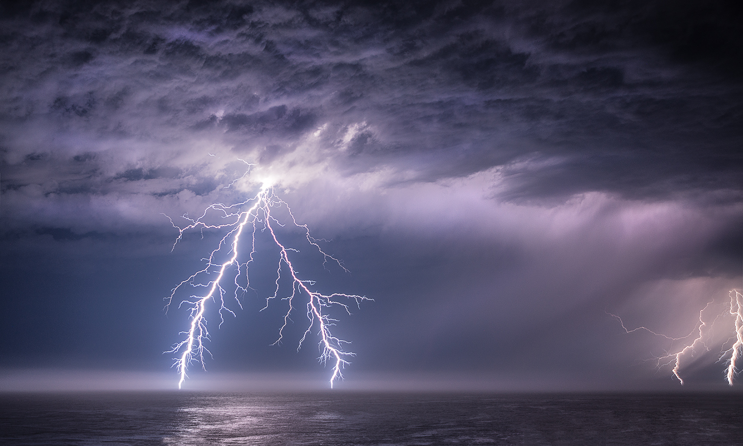 There Was Spectacular Lightning Storm Over The Pacific Ocean Early This Morning