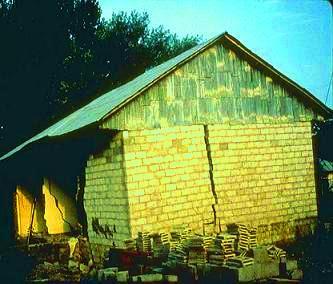 Building failure due to settlement