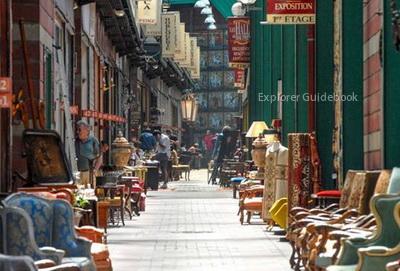 Pasar barang antik di Paris