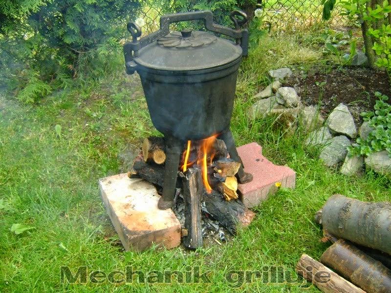 Prażone, prażuchy, pieczone, kociołek ... Mechanik grilluje