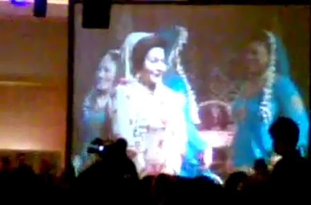 http://2.bp.blogspot.com/-3BHI2FOcByc/UKRpZEo_o_I/AAAAAAAAqEo/a66hmLl83LQ/s1600/Rosmah+menari.png