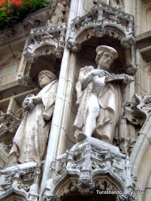 esculturas ayuntamiento lovaina