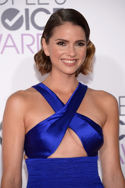 Actress, Model, @ Shelley Hennig - People's Choice Awards in LA