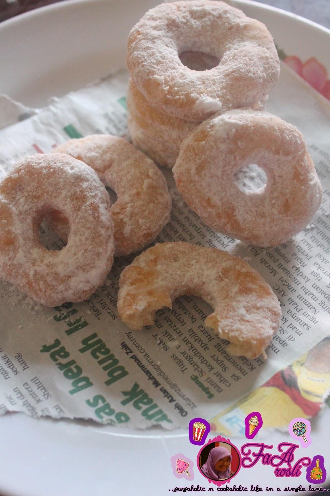 faa.rosli: Donut tanpa Yis. senang!!