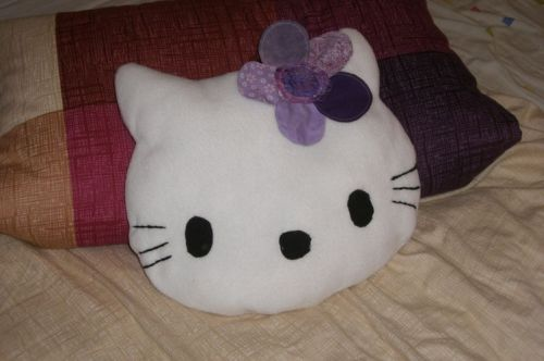 mauritza made kitty kitty kitty kissen. Black Bedroom Furniture Sets. Home Design Ideas