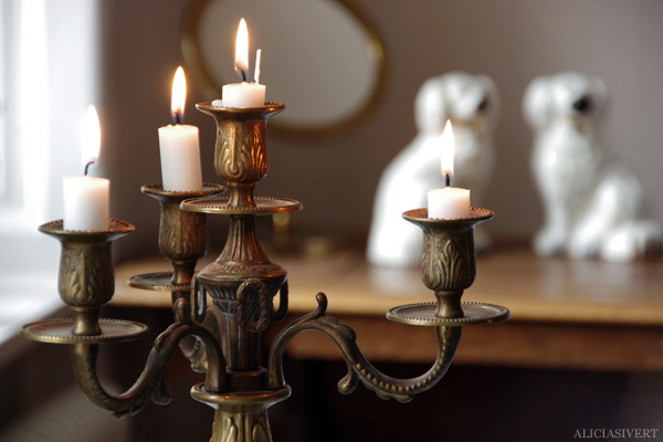 aliciasivert, alicia sivertsson, kandelaber, candelabra, burning candles, levande ljus, stearinljus, porslinshundar, hund, hundar, beswick