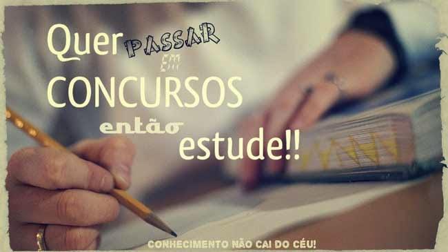 Imagem de algupem estudando. Em destaque, está escrito: quer passar em concursos, então estude!!! Conhecimento não cai do céu