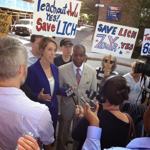 Teachout Talking Issues to Supporters