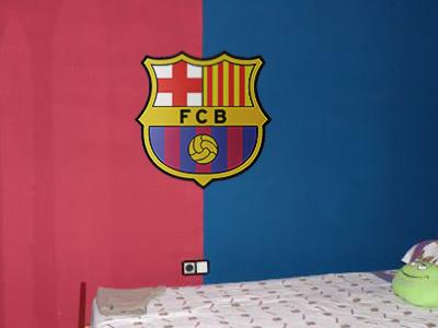 decopared: Escudos pintados de futbol para las habitaciones de los niños
