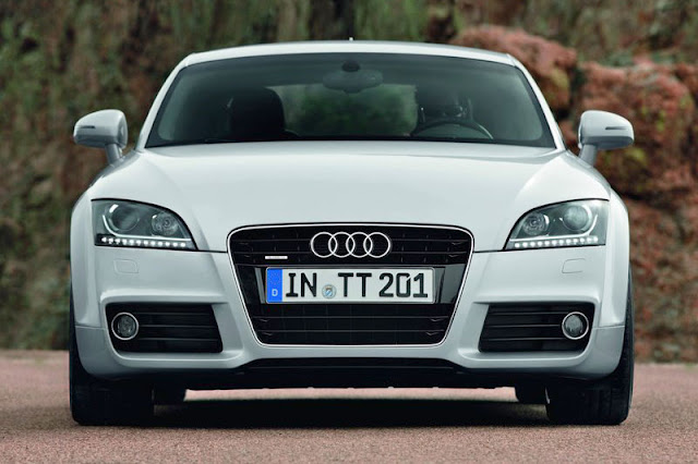 2011 Audi TT Coupe White Wallpaper