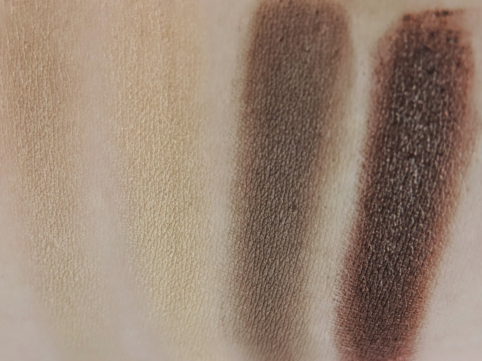 Swatches from left: Cappuccino (heavy), Honeycomb (heavy), Bark, Mineral Earth