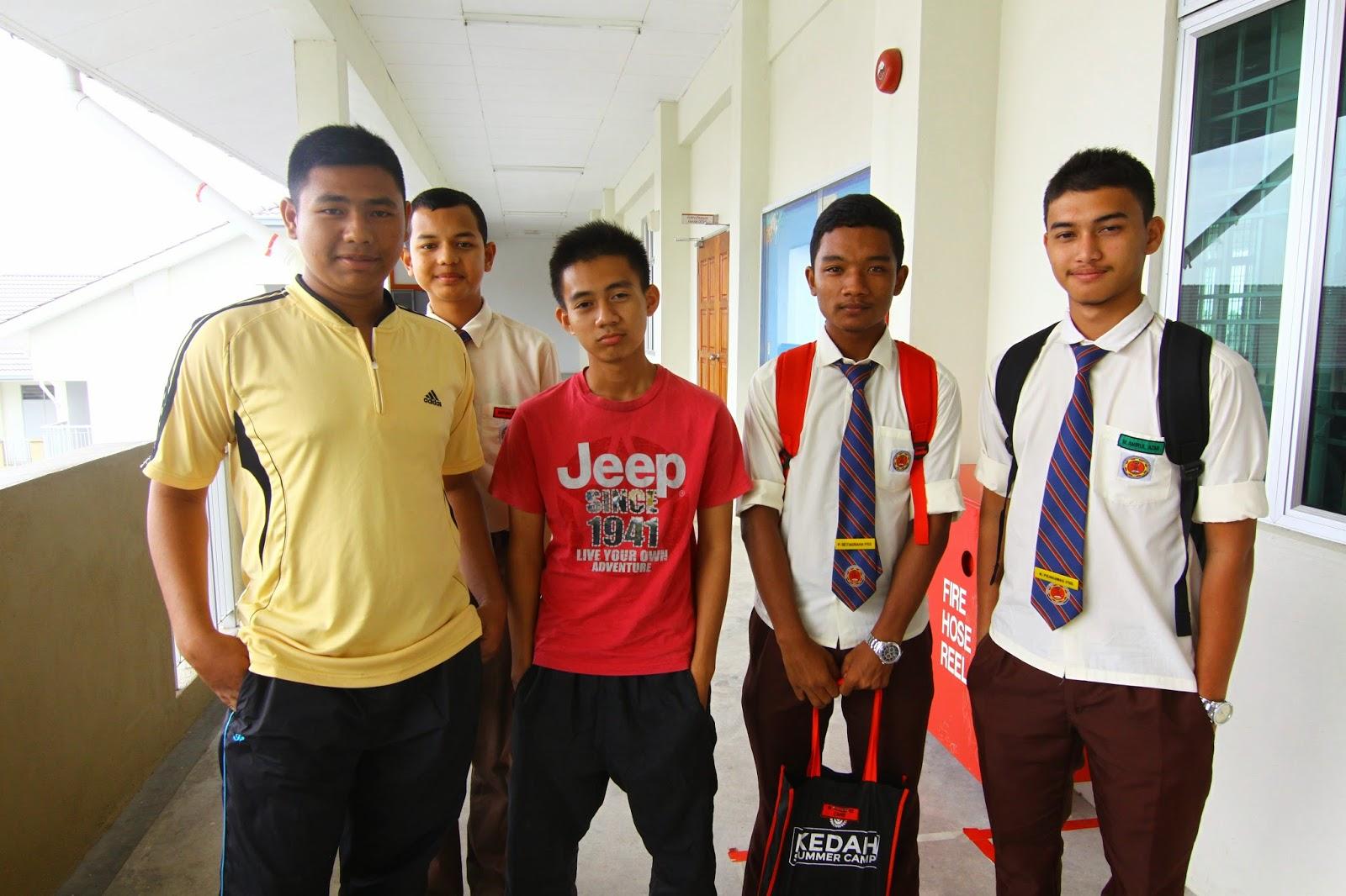 Kumpulan pelajar yang terlibat semasa bengkel pembikinan video