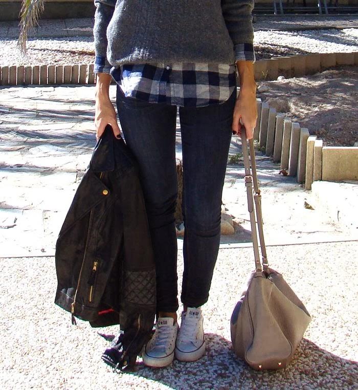nurstyle, bolso gris, uñas negras, jeans, perfecto, jersey gris, camisa leñador