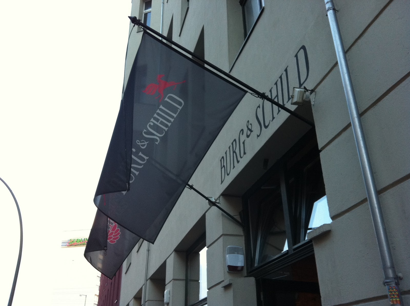 seal kay independent around hackescher markt berlin. Black Bedroom Furniture Sets. Home Design Ideas