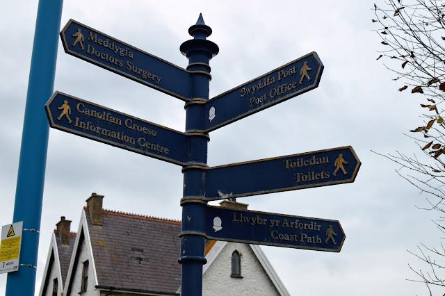 Saundersfoot Signs