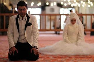 Wanita Mendambakan Menikah di Usia 24 atau 25
