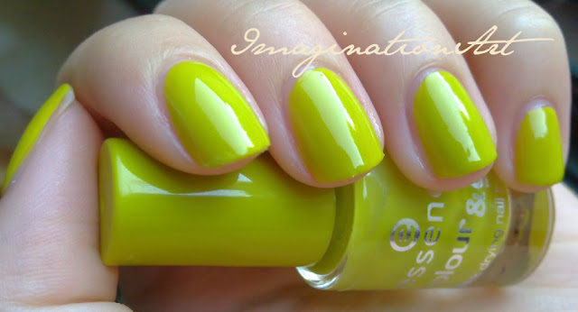 essence_39_lime_up!_swatche_swatches_smalto_unghie_nail_polish_lacquer_colour_color_&_go
