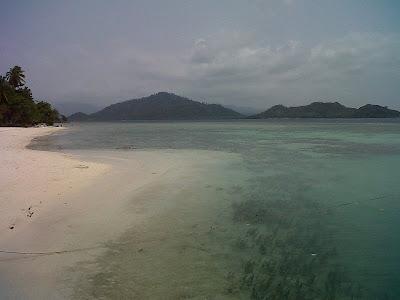 pesan hotel, pulau pahawang, voucherhotel, wisata lampung
