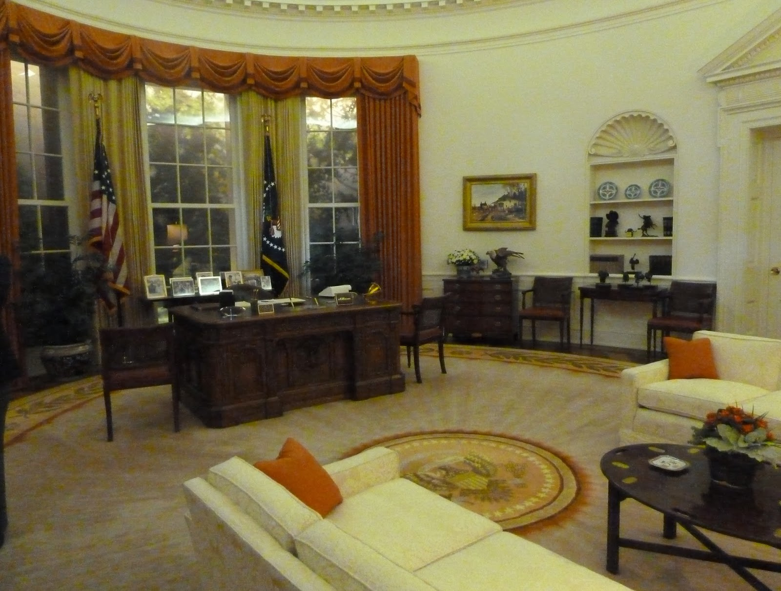 reagan oval office. Every President Has A Painting Of The First In Oval Office. Reagan Office W