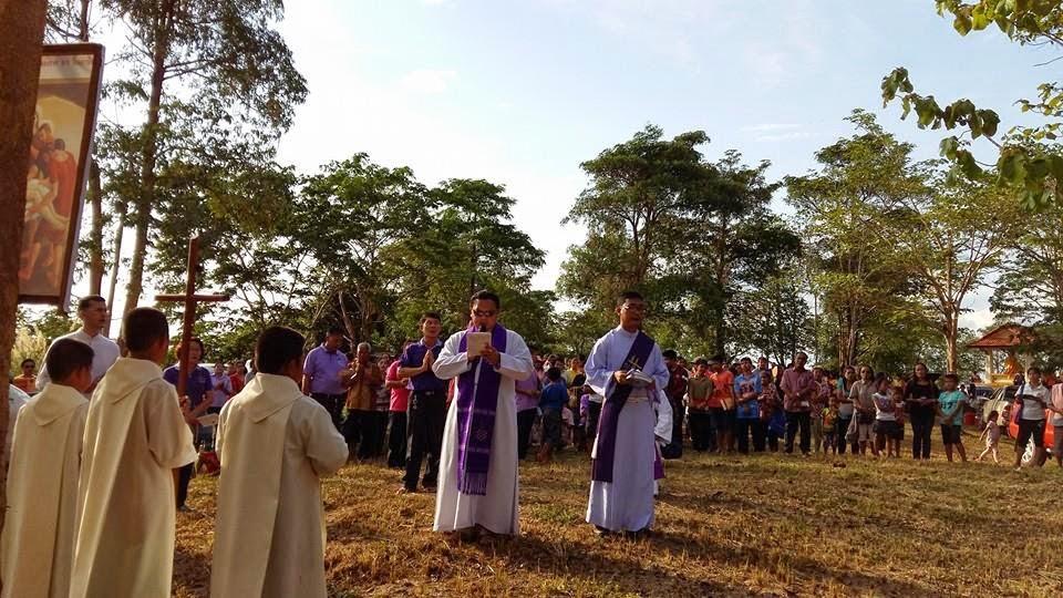 sacerdote y diácono en la diócesis de Udon