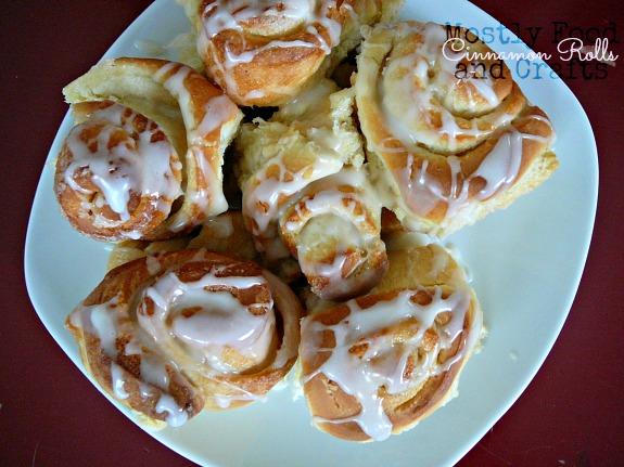 Featured Recipe | Cinnamon Rolls from Mostly Food & Crafts #SecretRecipeClub #recipe #cinnamonrolls #breakfast