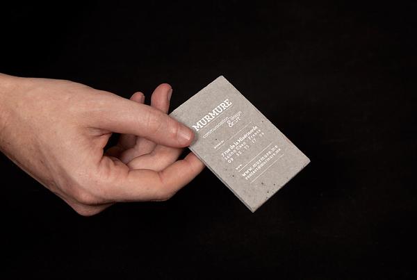 Tarjeta de presentación de concreto -diseño gráfico innovador