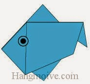 Bước 9: Vẽ mắt để hoàn thành cách xếp con Cá rô bằng giấy origami đơn giản.