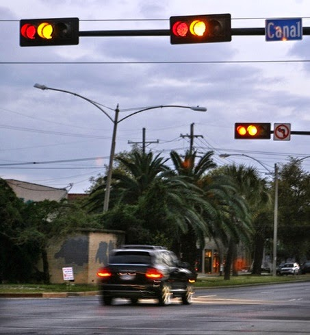 who runs red lights (cnn)a new state law that takes effect in march will let drivers in ohio legally drive through a red light but on one condition: drivers, after first coming to a full stop at the light.