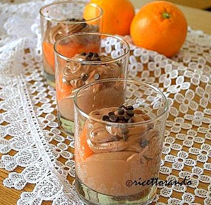 Dessert cioccoarancia ricetta dolce frutta e cioccolato con salsa di frutta fresca