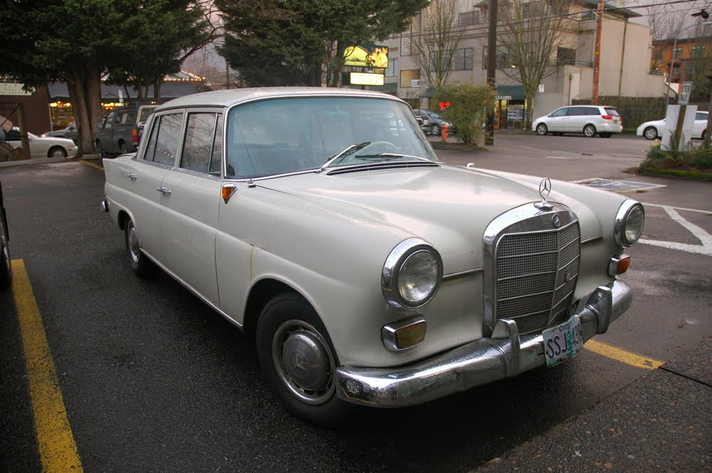 Old parked cars 1965 mercedes benz 190c for 1965 mercedes benz