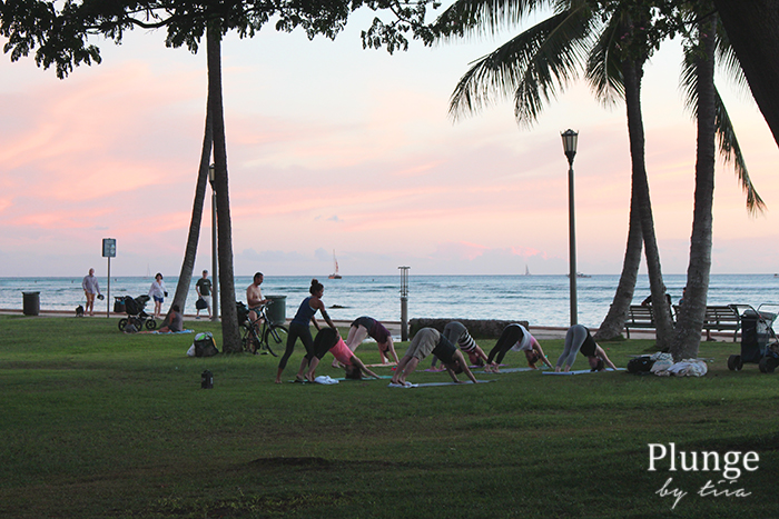 beach-sunset-yoga-waikiki-hawaii-2