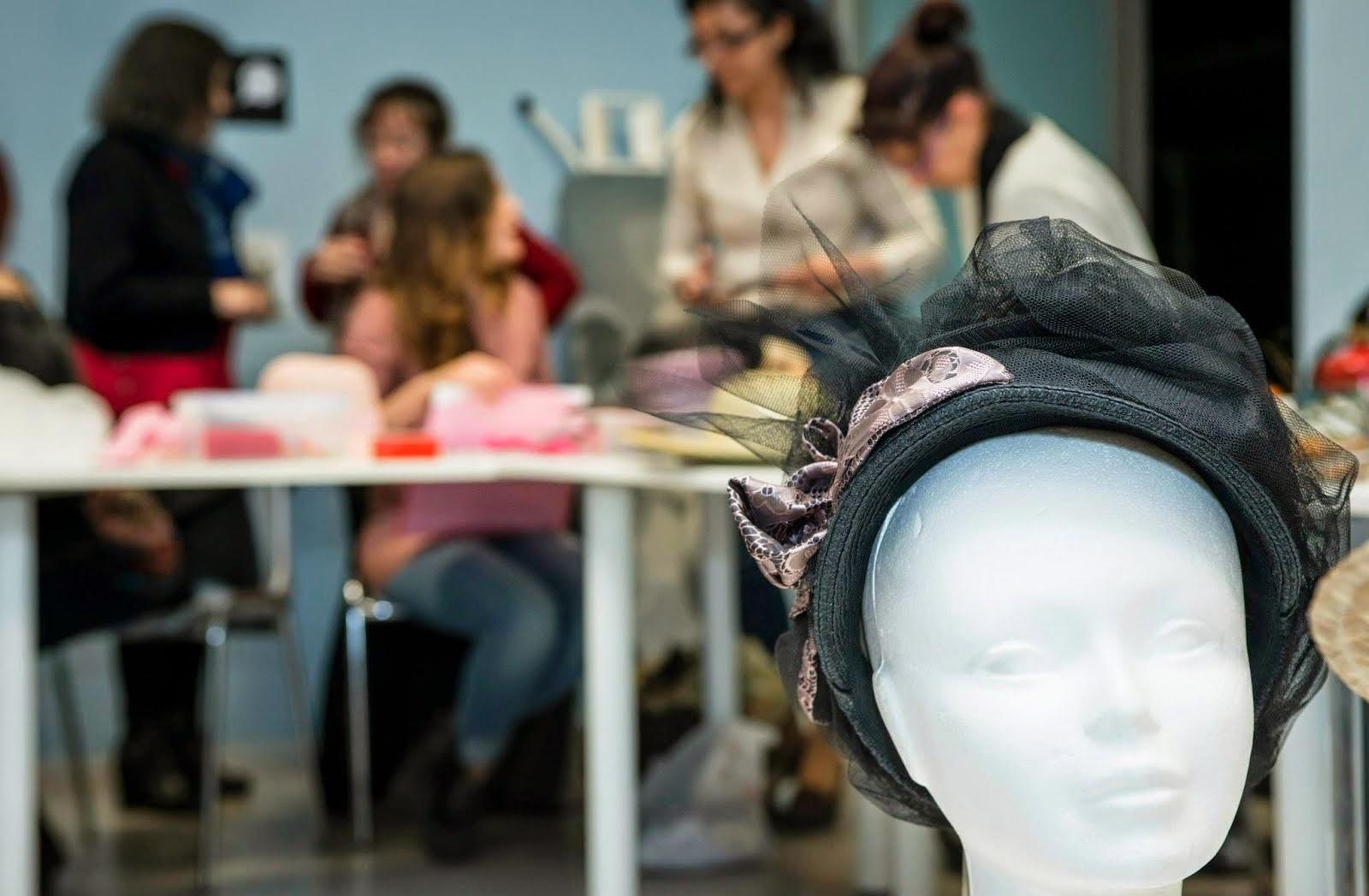 taller de barrets modernistes
