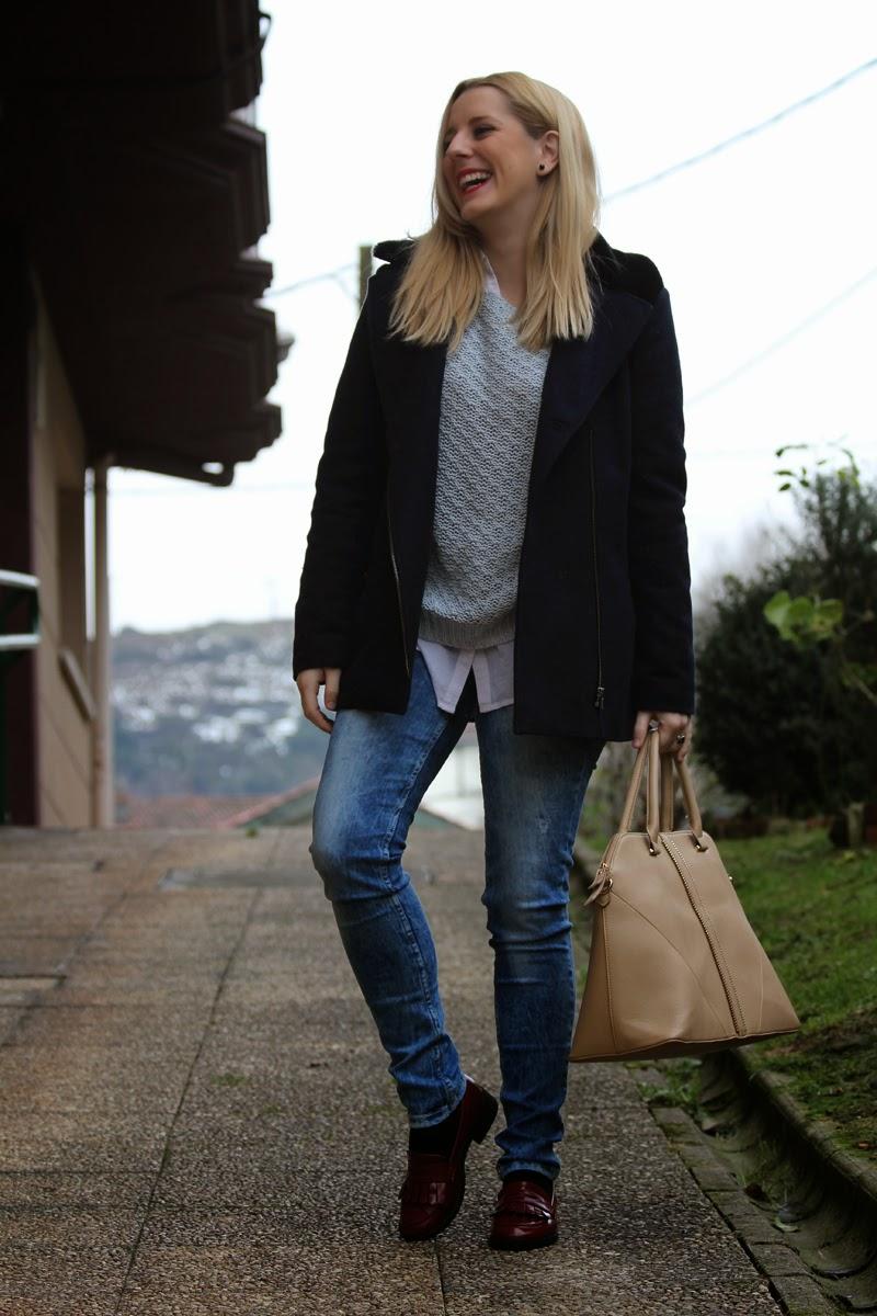 outfit_diario_patear_bilbao-jeans_rotos-mocasines_granates
