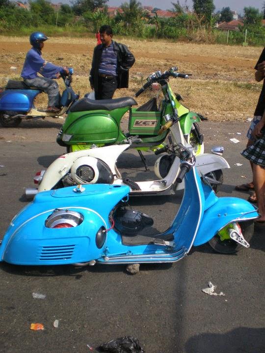 Modifikasi Motor vespa warna biru ceper keren
