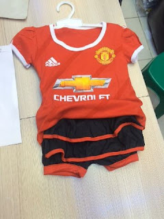 gambar desain setelan rok bayi musim depan di enkosa sport toko Jersey setelan rok bayi Manchester United Adidas musim 2015/2016 di enkosa sport toko online terpercaya