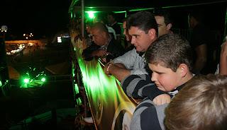 Acompanhado de amigos e familiares, o prefeito Arlei assistiu ao rodeio apresentado pela Cia Falcão