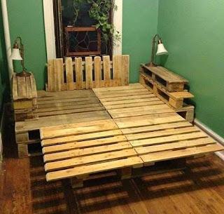http://manualidadesreciclables.com/15058/mueble-de-cama-con-palets