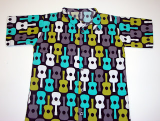 http://seemesew.blogspot.com/2011/03/shirt-2-tutorial.html