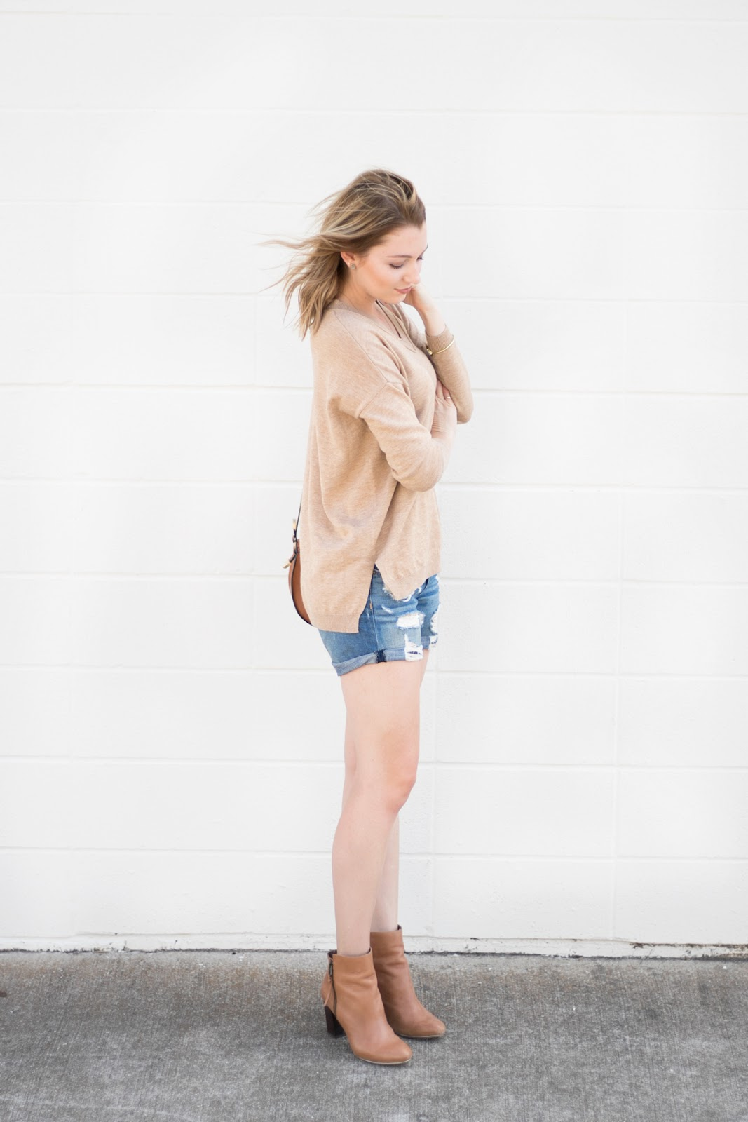 shorts / sweater / ankle boots