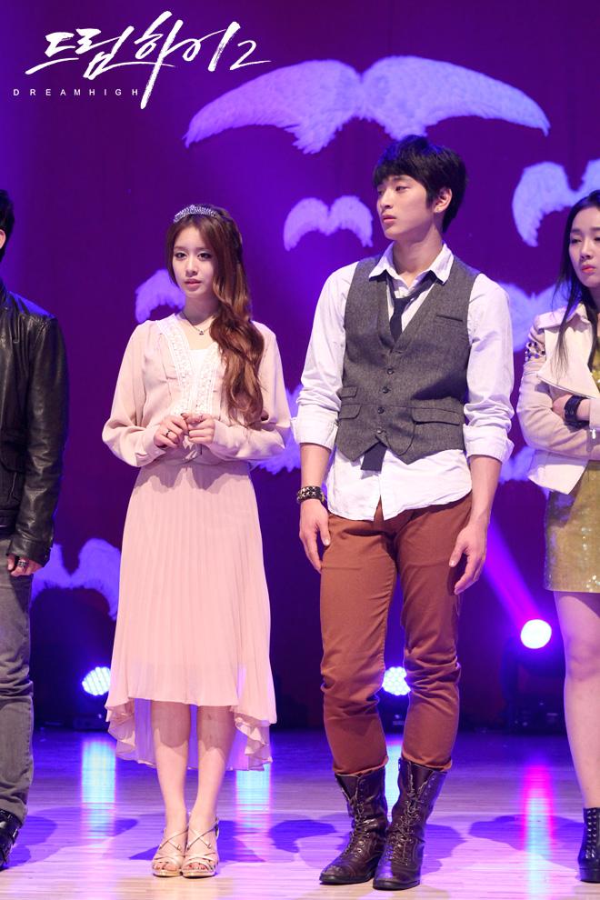 Jiyeon - dream high 2  500 x 281 animatedgif 972kb pic